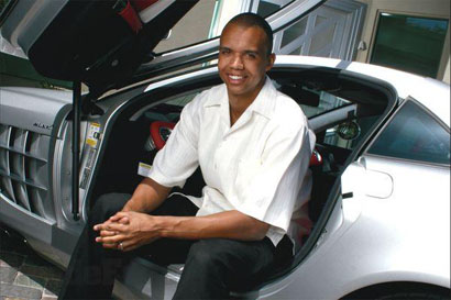 phil_ivey_with_car.jpg